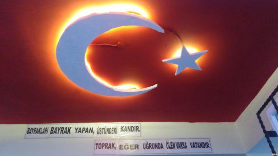 şevkatiye Ilkokulunda Koridor Tavanına ışıklı Bayrak Eğitim