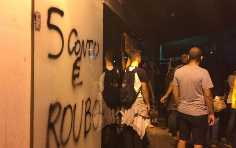 Resultado de imagem para protestos contra o  aumento de passagens no df
