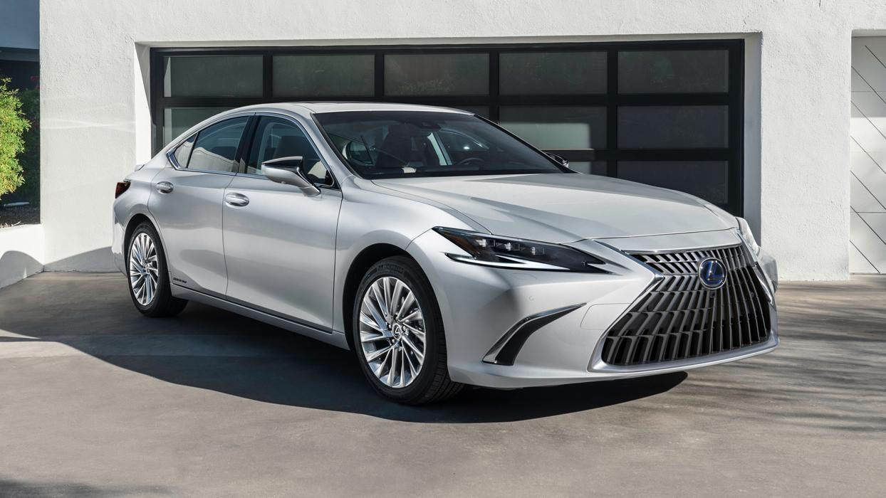 A new design for the 'spindle' grille and different alloys are main differences on the outside with the 2021 Lexus ES facelift. Image: Lexus