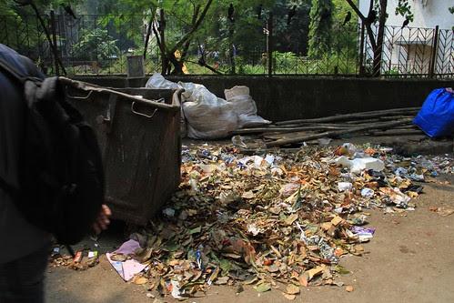 Mumbai Ek Kachre Chi Kundi Ahey.. by firoze shakir photographerno1