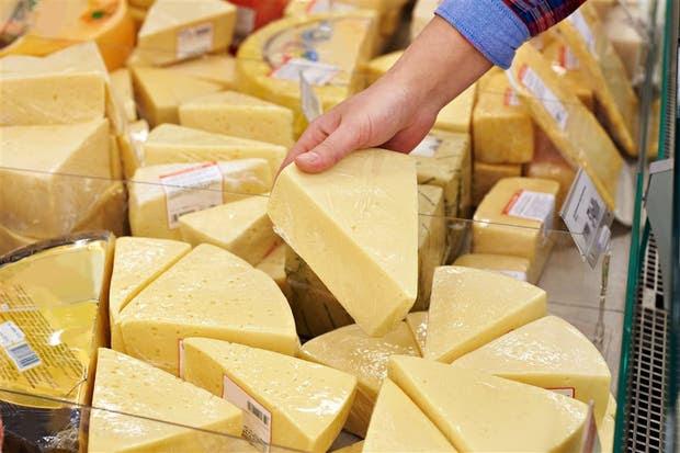 En las góndolas de los supermercados, algunos alimentos se presentan como lo que no son