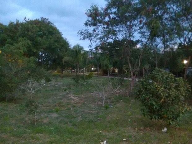 Local onde a menor teria sido abordada pelo estuprador, no Recreio dos Bandeirantes (Foto: G1)