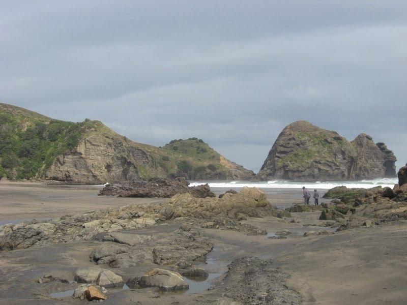 Piha beach, nearly deserted