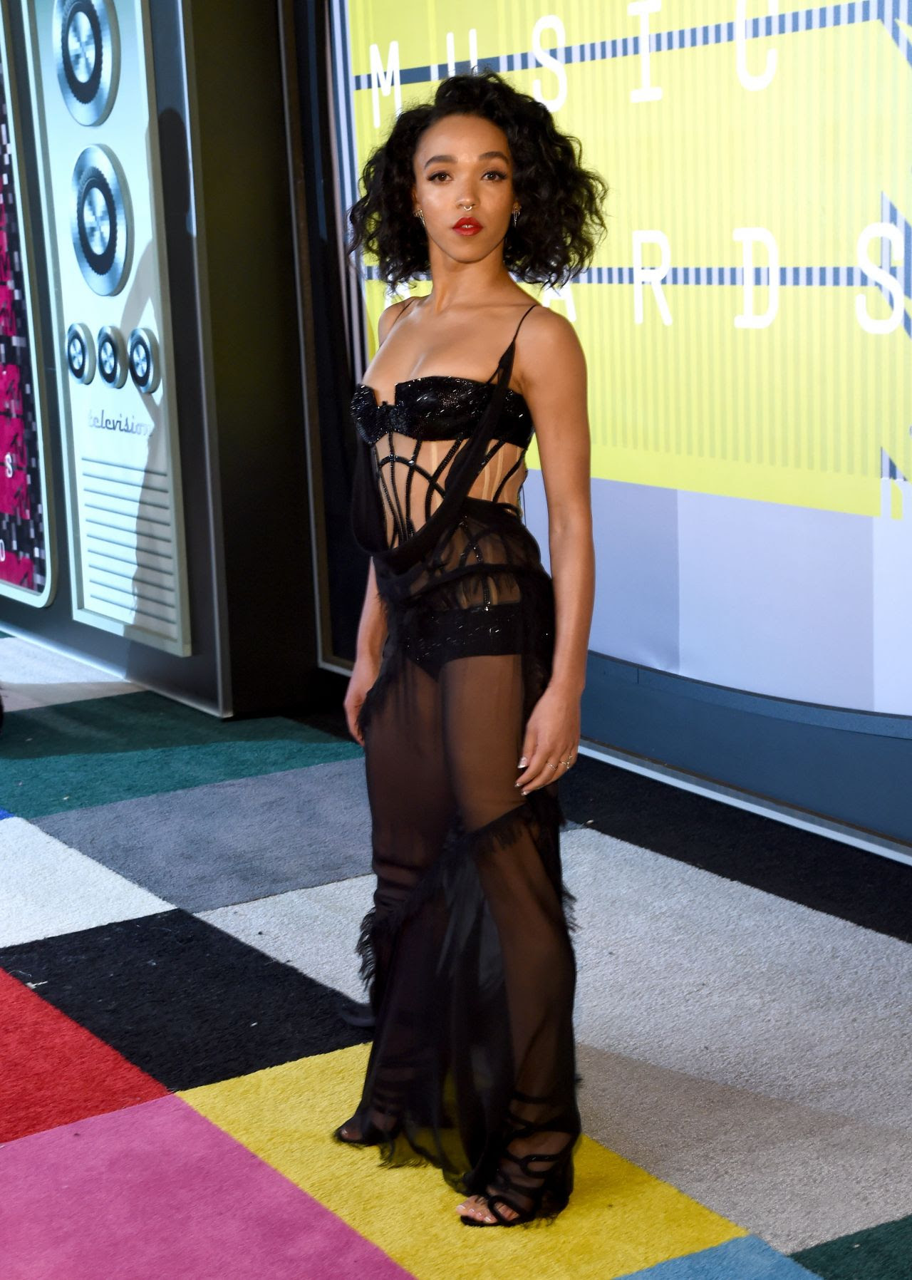 http://celebmafia.com/wp-content/uploads/2015/08/fka-twigs-2015-mtv-video-music-awards-at-microsoft-theater-in-los-angeles_10.jpg
