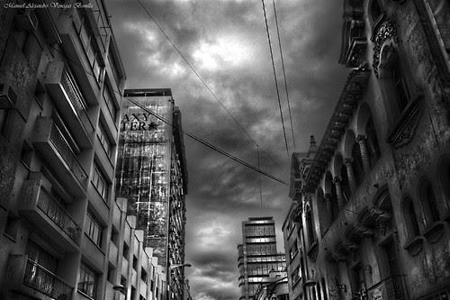 Santiago de Chile, Calle Monjitas. by Alejandro Bonilla