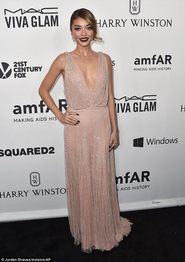 Pronto para a festa: Sarah Hyland foi um dos primeiros a chegar para a gala amFAR Los Angeles na quinta-feira