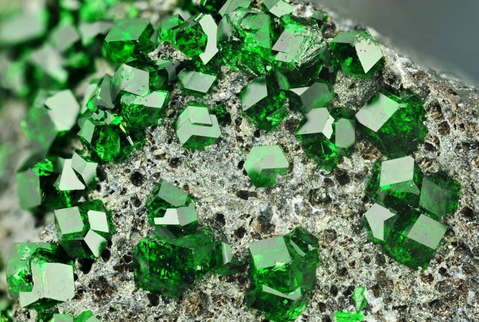 5 gemas más alucinantes que no son del universo Marvel, sólo tierra