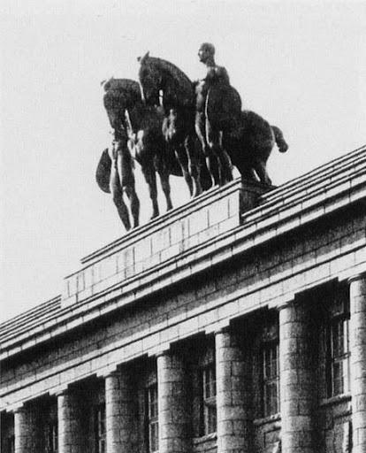 Германское Посольство. Кони