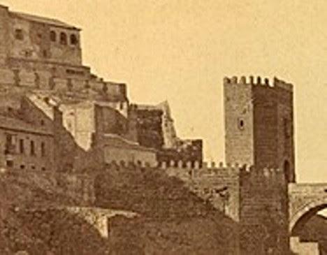 Puerta de San Ildefonso de la Plaza de Armas del Puente de Alcántara antes de ser demolida. Foto Jean Laurent. Biblioteca Nacional de Brasil