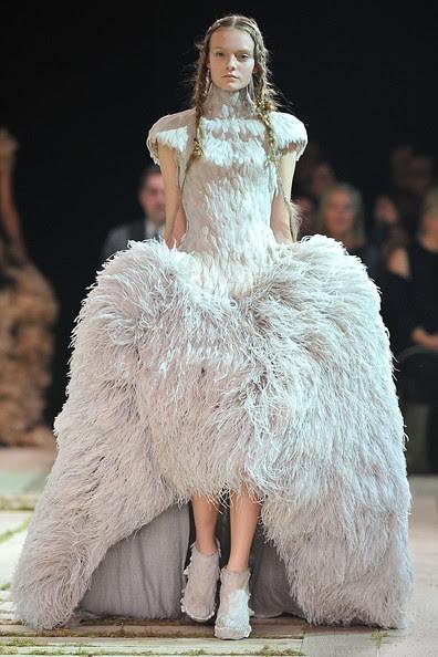 Alexander+McQueen+Runway+Paris+Fashion+Week+TeIkwBBRE3zl