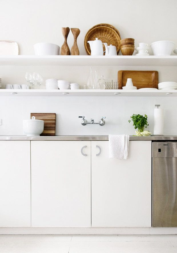 Open shelving // kitchen