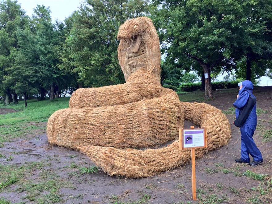 dinosaur-straw-sculptures-wara-art-festival-niigata-japan-5