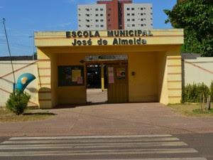 Abaixo-assinado apresentado no MP tinha a assinatura de 255 pais (Foto: Magda Oliveira/G1)