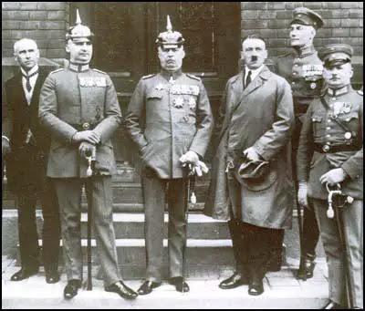 Wilhelm Frick, Hermann Kriebel, Erich Ludendorff, Adolf Hitler, Wilhelm Ernst Roehm Brückner e em 1923