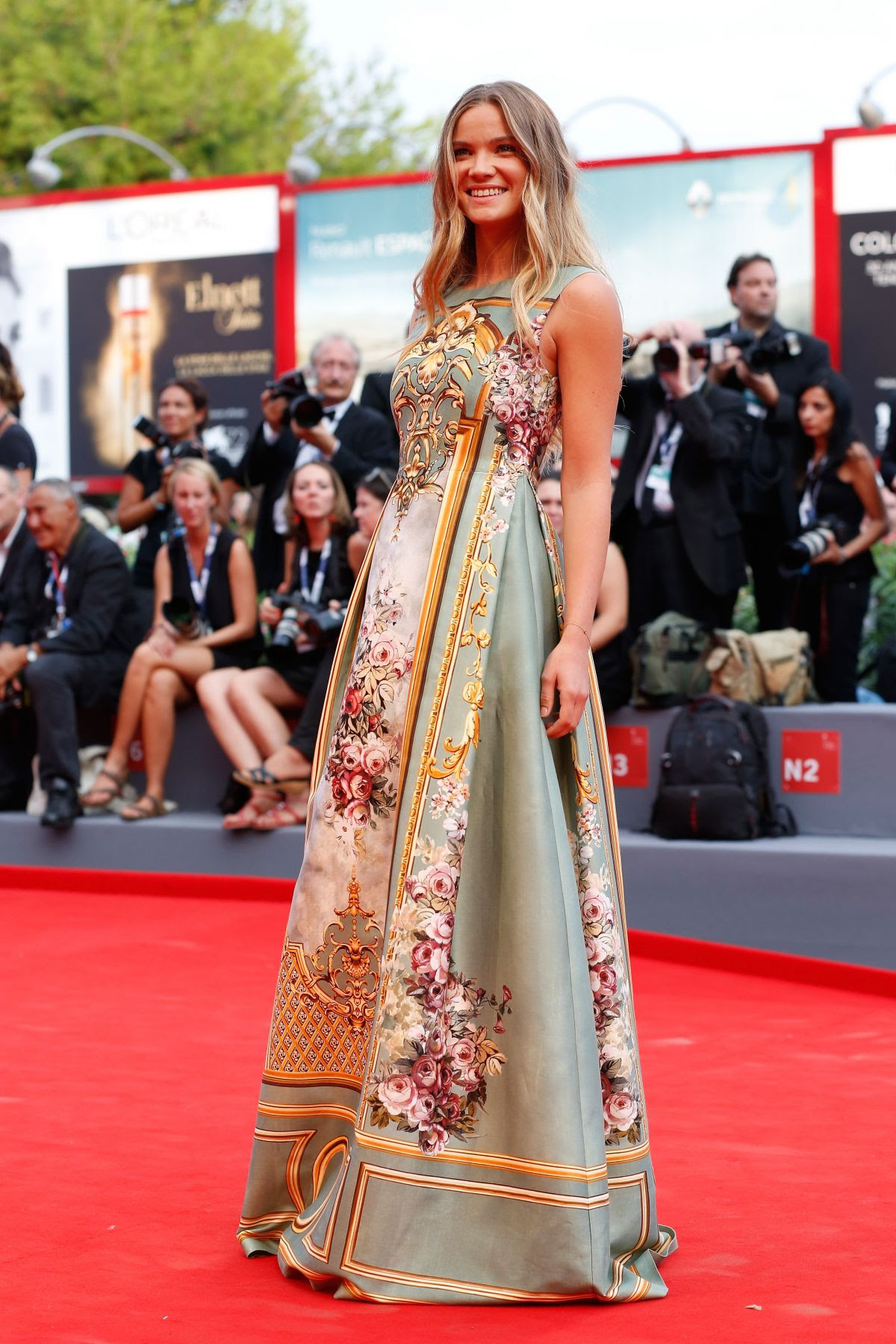 http://www.hawtcelebs.com/wp-content/uploads/2015/09/fiammetta-cicogna-at-everest-premiere-and-72nd-venice-film-festival-opening-ceremony_12.jpg