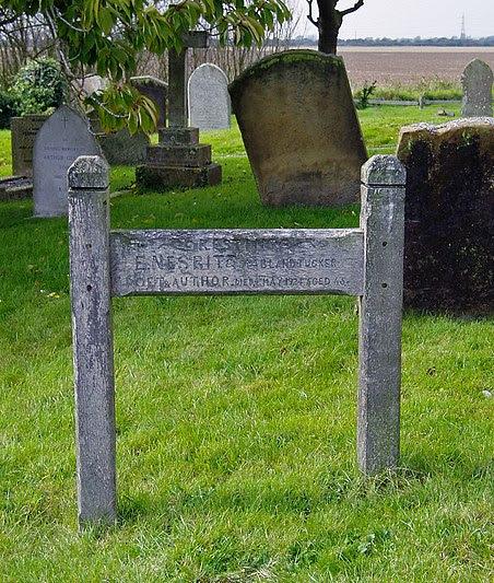 File:E Nesbit's Grave - St Mary In The Marsh Churchyard.jpg