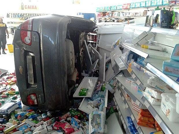 Motorista teve ferimento na cabeça; ele não foi submetido a teste de alcoolemia  (Foto: Marjorye Cavalcanti / TV Globo)