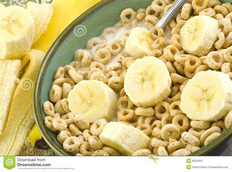 Toasted Oat Cereal And Bananas Stock Images   Image: 8403564
