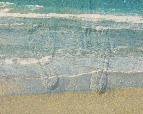 footprints in sea per Andrea Goldstein a Flickr