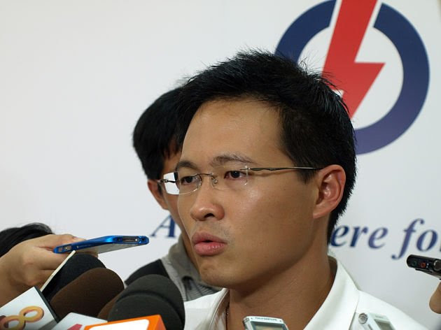 Desmond Choo, PAP candidate for Hougang by-election, speaks to reporters Monday afternoon at PAP branch at Hougang block 328. (Yahoo! Singapore/ Christine Choo)