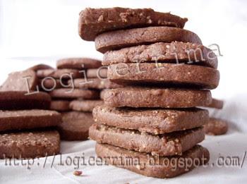 [ Biscotti con Pinoli e Cacao ]