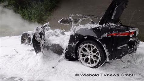 jaguar  type burns   ground   autobahn video