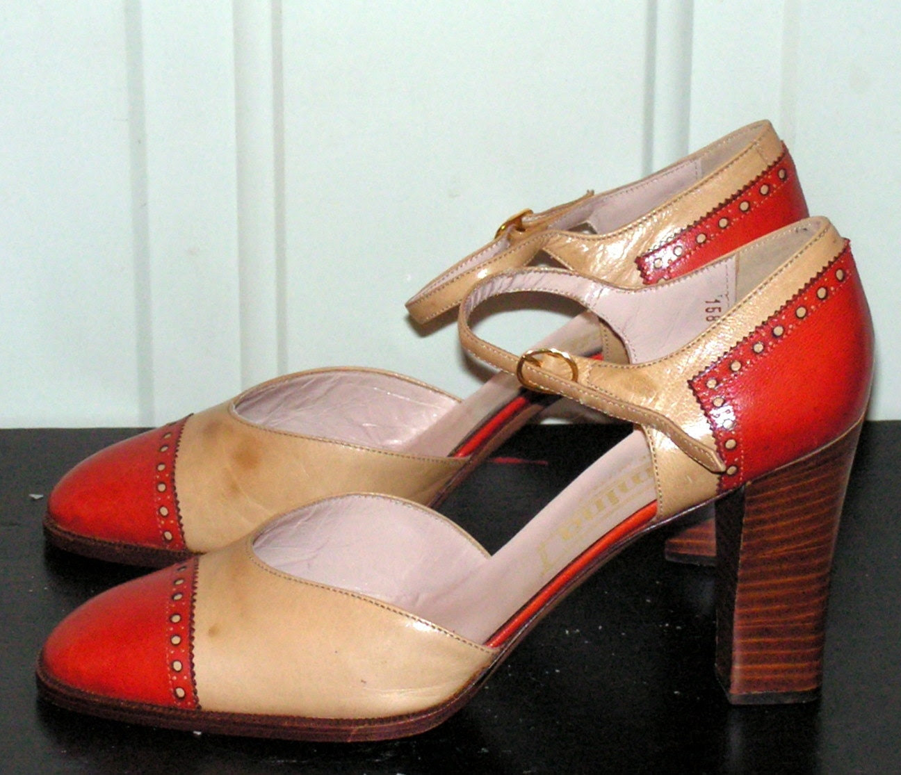 Vintage Two Tone Pumps Shoes in Orange Ivory Wooden STack Heels Size 8 1/2 8.5 9 - retrosideshow
