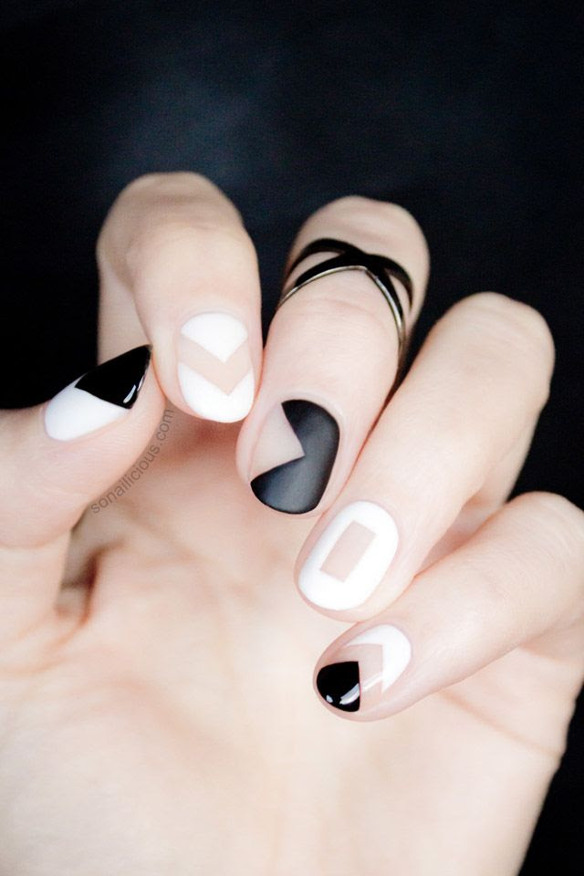 graphic black and white manicure