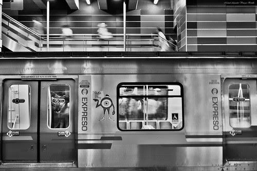 Metro de Santiago, Chile. by Alejandro Bonilla