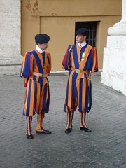 Pengawal-Pengawal Swiss di St Peter's Basilica, Vatican City