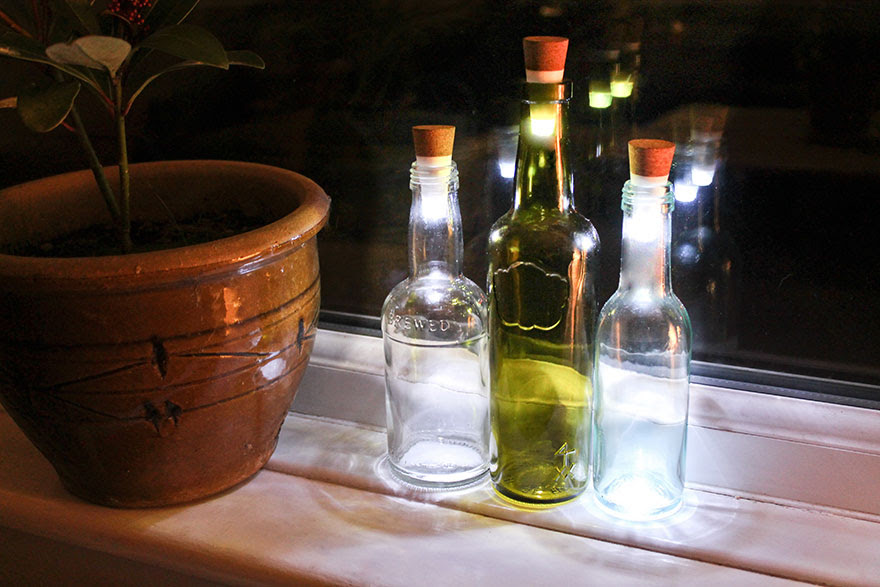 rechargeable-usb-led-bottle-light-suck-uk-4