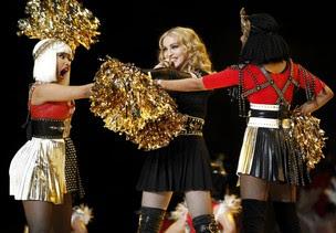 Madonna se apresenta com Nicki Minaj e M.I.A. no Super Bowl (Foto: Reuters/ Agência)