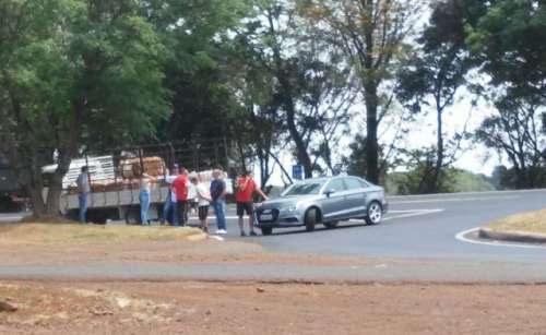 Cantagalo - Acidente entre Audi e caminhão é registrado no trevo da 277