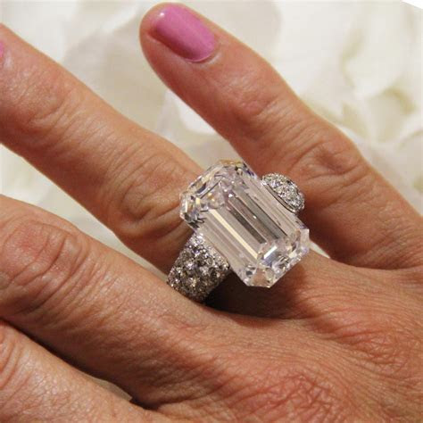 22.35 carat emerald cut diamond ring with emeralds   de