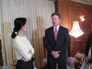 English: Senator Jim Webb (D-VA) meets with No...