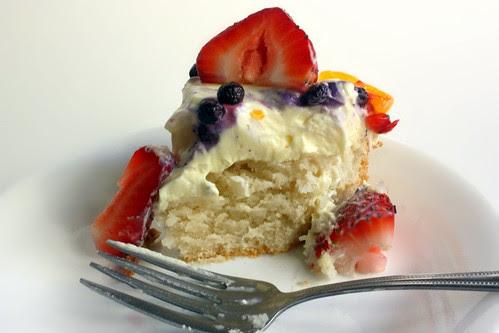 fresh fruit cake slice