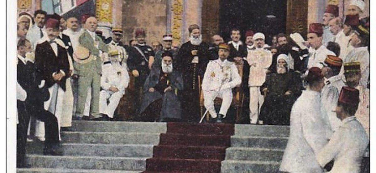 Proclamation de l'Etat du Grand Liban, Gouraud avec le Grand Mufti de Beyrouth Sheikh Mustafa Naja, et à sa droite, le Patriarche Maronite Elias Peter Hoayek, le 1 septembre 1920.