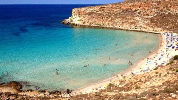 """Il sindaco di Lampedusa: """"Isola al collasso, chiudere l'hotspot"""""""