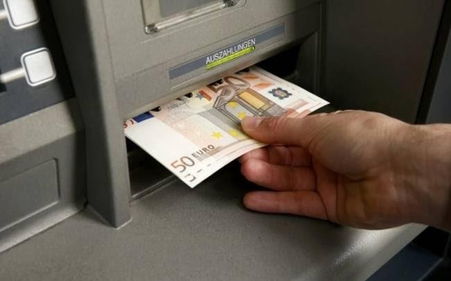 Συναγερμός στις τράπεζες – 700 εκατ. ευρώ σήκωσαν οι καταθέτες