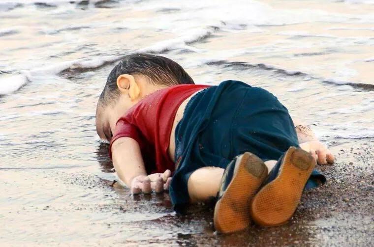 sahile vuran bebek ile ilgili görsel sonucu