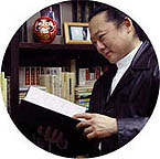 Leo thumbing through the Kokka Taikan... as if he were really researching. Hahahahhaha!