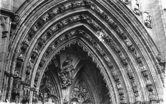 Puerta de los Leones en 1935. Fotografía Josep Gaspar i Serra © Arxiu Nacional de Catalunya. Signatura ANC1-23-N-1563