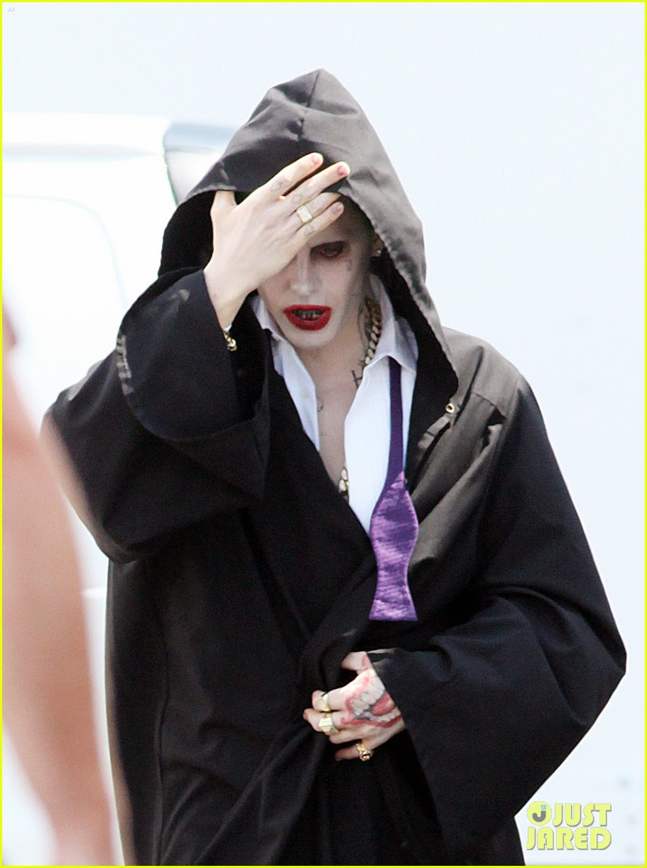 jared leto sports full joker makup but hides costume 03