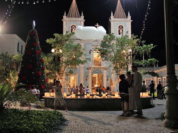 Toda a cidade cenográfica foi decorada com mais de 7000 lâmpadas (Foto: TV Globo / Camila Crespo)