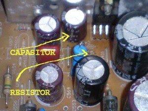 capasitor-dan-resistor-mainboard-televisi-Sanken-300x225