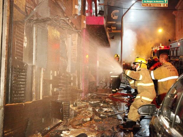 Incêndio deixa mortos em boate de Santa Maria (Foto: Germano Roratto/Agência RBS)