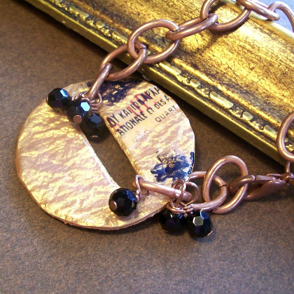 Circle bracelet with text