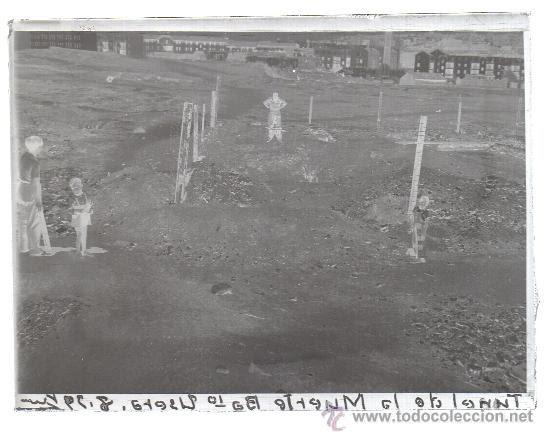 2 NEGATIVOS DE CRISTAL - GUERRA CIVIL ESPAÑOLA, TUNEL DE LA MUERTE EN EL BARRIO DE USERA 1939 (Fotografía Antigua - Gelatinobromuro)