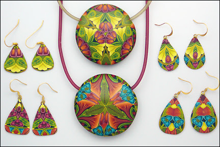 http://carolsimmonsdesigns.com/wp-content/uploads/2012/01/pendants-with-soft-glass-cord-sm.jpg