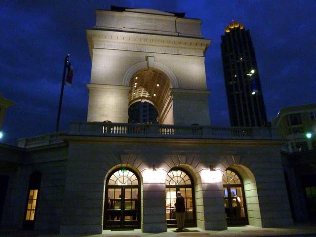 P1040801-2010-10-26-Krier-Millennium-Gate-West-Facade